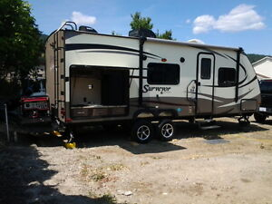 LIKE NEW 2015 SURVEYOR BY FOREST RIVER