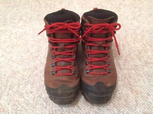 Women's Merrell Mattertal Gore-Tex Leather Hiking Boots Regina Regina Area image 1