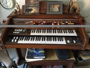 Beautiful Yamaha Organ