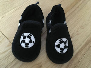 SOCCER BALL PULL ON SLIPPERS BABY BOY SIZE 3-4 OR SIZE S
