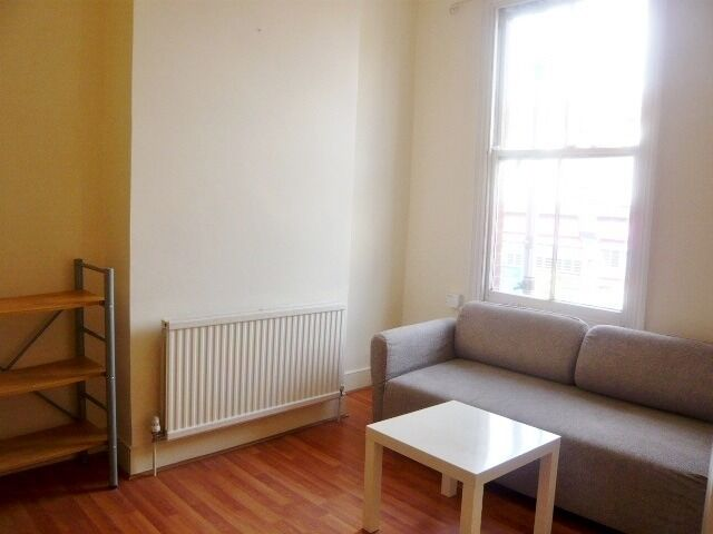 NICE TWO BEDROOM FLAT ON PORTLAND ROAD, SOUTH NORWOOD **CLOSE TO NORWOOD JUNCTION STATION**