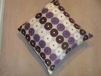 THROW PILLOW WITH SIDE ZIPPER