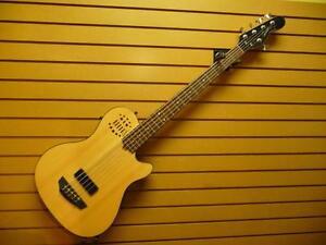 Guitare basse électro-acoustique (F016982)
