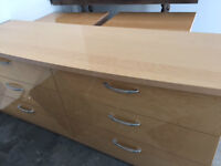 Dresser and 2 end tables...Mint condition