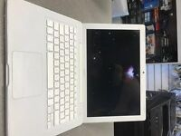 Apple MacBook intel Core 2 Duo 1.8 Ghz , 320GB HDD, 2GB Ram, NEW BATTERY ONLY £99