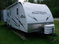 NORTH TRAIL ULTRALIGHT TRAVEL TRAILER 31RED 32.5'