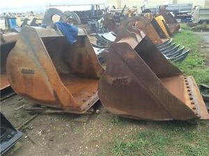 Hard to find Komatsu lugged cleanup buckets