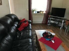 2 rooms to let in 3 bedroom house