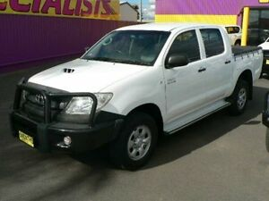 2008 Toyota Hilux KUN26R 08 Upgrade SR (4x4) White 5 Speed Manual Dual Cab Chassis Dubbo Dubbo Area Preview
