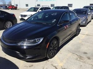 2015 Chrysler 200 LX *Only 17,379 kms!