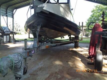 BOAT 2004 5.2m Ocean Craft Chinook Innisfail Cassowary Coast Preview
