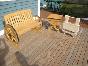 HANDCRAFTED WOODEN WAGON WHEEL GARDEN BENCH