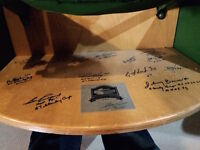 ORIGINAL MAPLE LEAF GARDENS CHAIR SIGNED BY 1967 LEAFS !!!