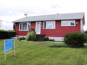 Upgraded bungalow available in Tofield