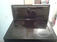 Cuisinière vitrocéramique INGLIS / four / oven / stove / poêle