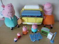 Peppa Pig - Soft Toys Mummy and Daddy Pig and Camper Van