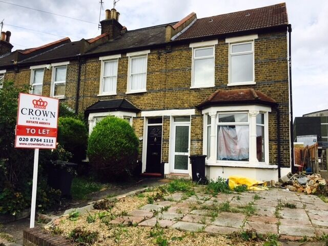 Newly Decorated 3 Bed House In West Croydon Town Centre