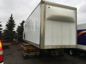 28' DRY VAN BOX OFF OF A STRAIGHT TRUCK