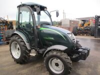 SHIRE 340L Tractor, 4 wh drive, year 2015, **AS NEW** only 19 hours !