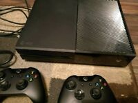 Xbox one 500GB - 2 Controllers - Boxed