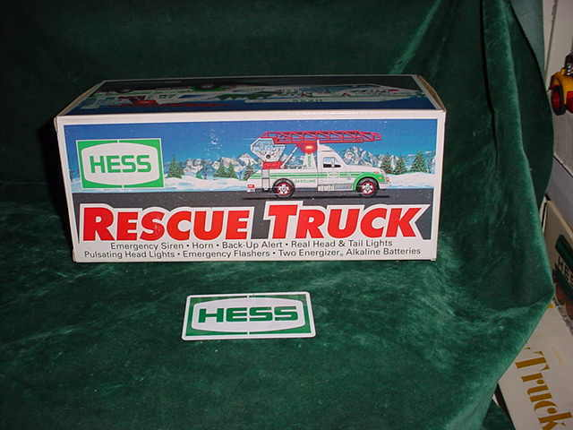 1994  MINT IN BOX FATHERS  DAY  PRESENT HESS TRUCKS TOY RESCUE TOW TRUCK XMAS