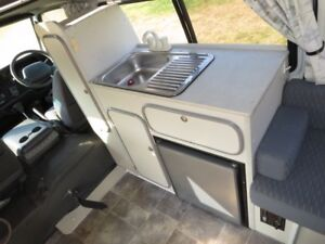 Toyota Hiace Camper – AUTO – SINGLE BEDS
