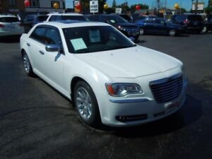 2012 CHRYSLER 300 LIMITED- SUNROOF, LEATHER HEATED SEATS, REMOTE