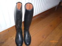 RIDING BOOTS SIZE 4-5