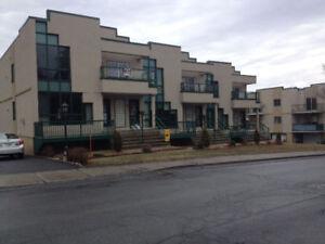 Condo -Appartement a louer 5 1/2 bord de L'eau Mont St -Hilaire