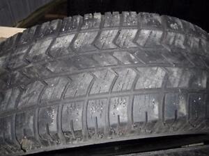 4 pneus d'hiver 255/70/17 Artic Claw Winter