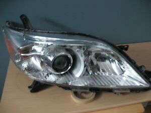 TOYOTA SIENNA PHARE HEADLIGHT HEADLAMP LUMIÈRE LAMP LIGHT