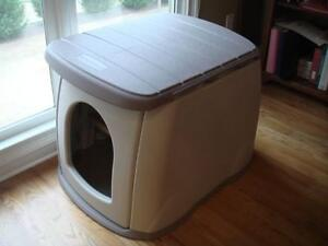 Rubbermaid Doghouse
