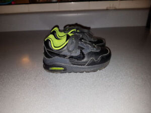 Nike air shoes (size 7.5 toddler)