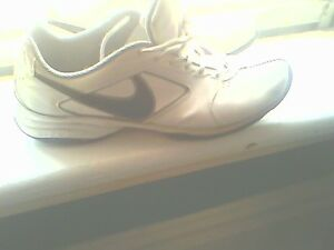 size 11 vo nike all leather mens lowcut shoes.. mint shape