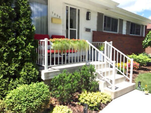 •• EXECUTIVE HOUSE RENTAL •• FULLY STOCKED •• MOVE-IN READY