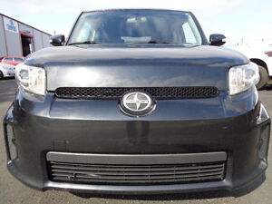 2011 TOYOTA Scion xB SPORT PKG--H/LEATHER-5 SPEED-ONLY 105,000KM