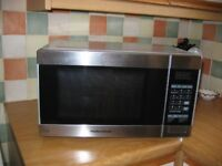MORPHY RICHARDS MICROWAVE COMBI OVEN AND GRILL.
