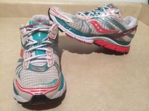 Women's Saucony Triumph 8 Running Shoes Size 9.5 London Ontario image 1