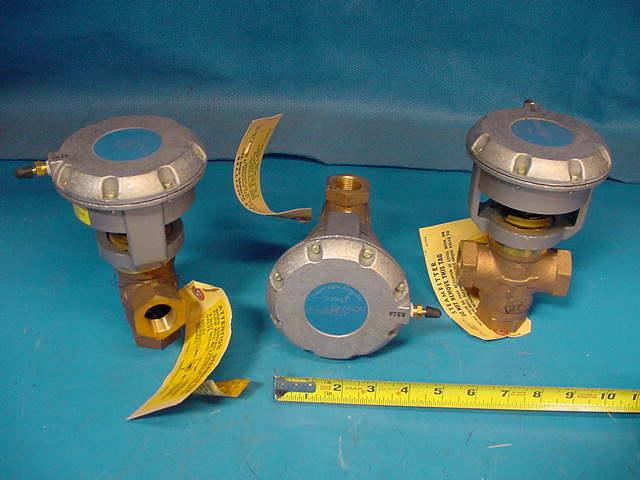"Johnson Controls V-4324-1005 3 way mixing valve 3/4"" V-3000-1 Actuator 4-8 psig"