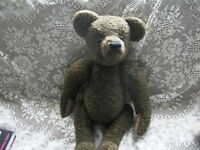 JUST ONE LOVELY 22 inch VINTAGE TEDDY BEAR WITH BEIGE PAWS