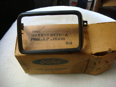 NOS 75 - 78 FORD MUSTANG II PARKING LIGHT DOOR BEZEL PARK LIGHT  D7ZZ-13210-A