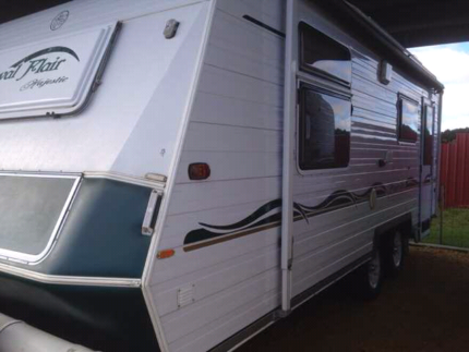 2005 royal flair 21.6 foot luxury caravan