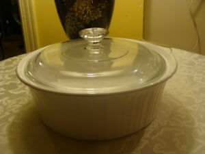 Plat Corning Ware avec couvercle, rond, French White