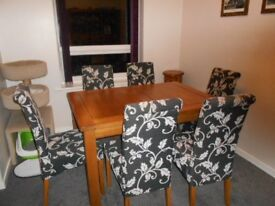 Solid oak table with six chairs excellent condition