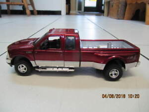 Classic Ford F-350 Lariat Super Duty 1:64 Scale Diecast Truck