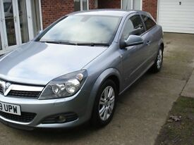 Vauxhall Astra Design 3 door hatchback 1.6 in silver 67000 miles 2009