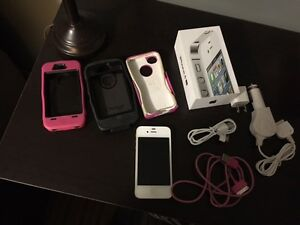 iPhone 4S for sale wh 2 Otter Box Cases and accesories