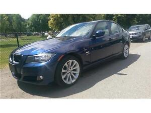 2011 BMW 328i X-DRIVE *LOW KMS, LEATHER, SUNROOF*