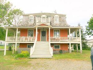 Superbe maison ancestrale au bord du fleuve Saint-Laurent