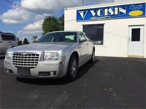 2007 Chrysler 300 Touring AWD   ALLOY RIMS   LEATHER   MUST SEE